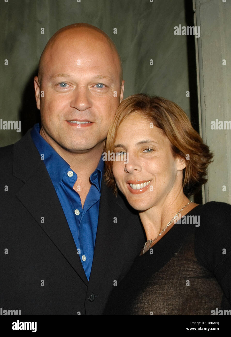 Michael Chiklis & Wife Michelle at the Academy of Television Arts & Sciences dinner honoring the 55th Annual Primetime Emmy Awards Nominees for Outstanding Performing Talent at Spagos in Beverly Hills, CA. The event took place on Thursday, September 18, 2003. Photo by: SBM / PictureLux  File Reference # 33790_1115SBMPLX - Stock Image