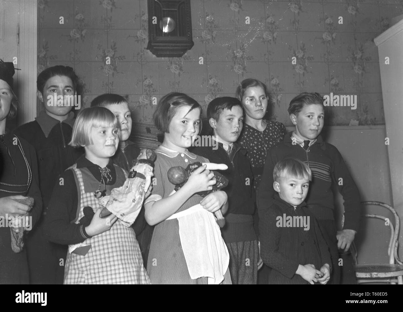 The Winter War. A military conflict between the Soviet union and Finland. It began with a Soviet invasion on november 1939 when Soviet infantery crossed the border on the Karelian Isthmus. Here a group of Finnish children evacuated to Sweden and the town Haparanda. Photo Kristoffersson ref 98-17 January 1940 - Stock Image