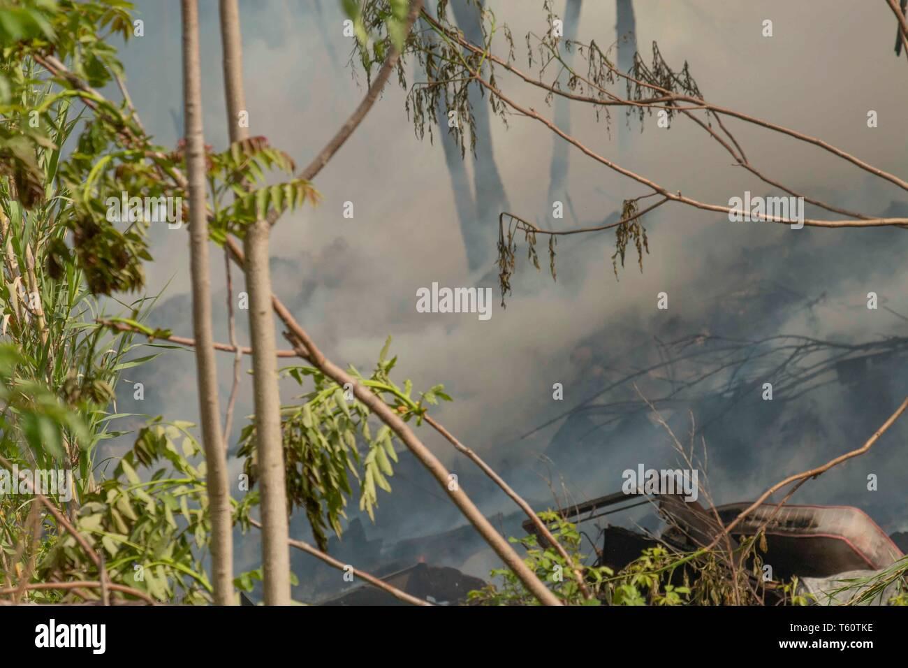 incendio della discarica abusiva  di Via Collatina a Roma -incendio della discarica abusiva  of street Collatina a Roma - foto di claudio Sisto Stock Photo