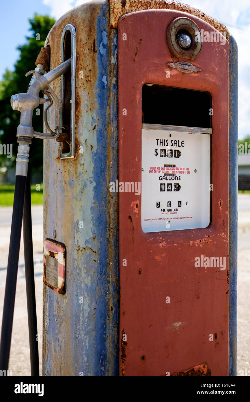 Classic Petrol station pump on historic U S  Route 66 Stock Photo