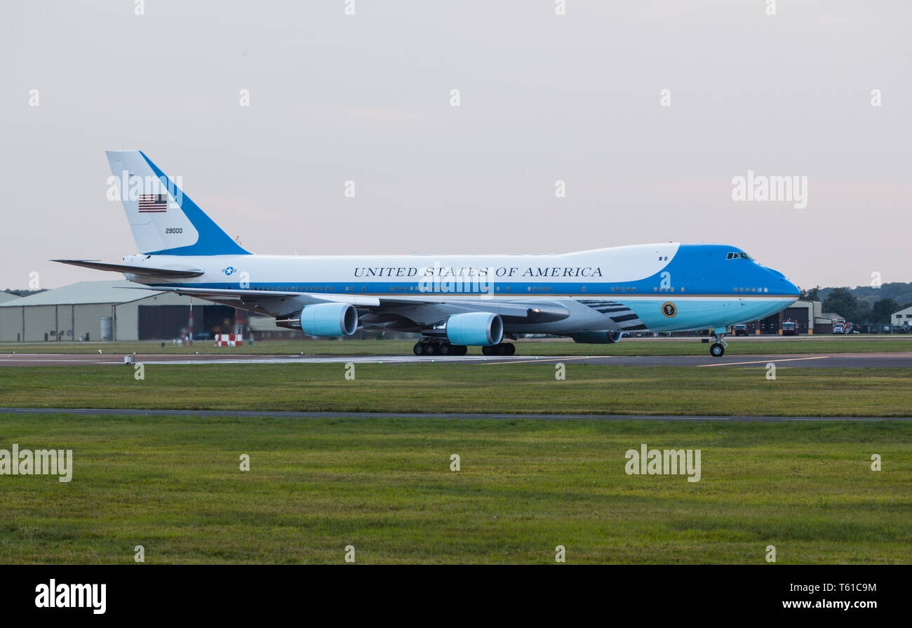 Air Force One arriving at Fairford with President Obama on board. - Stock Image