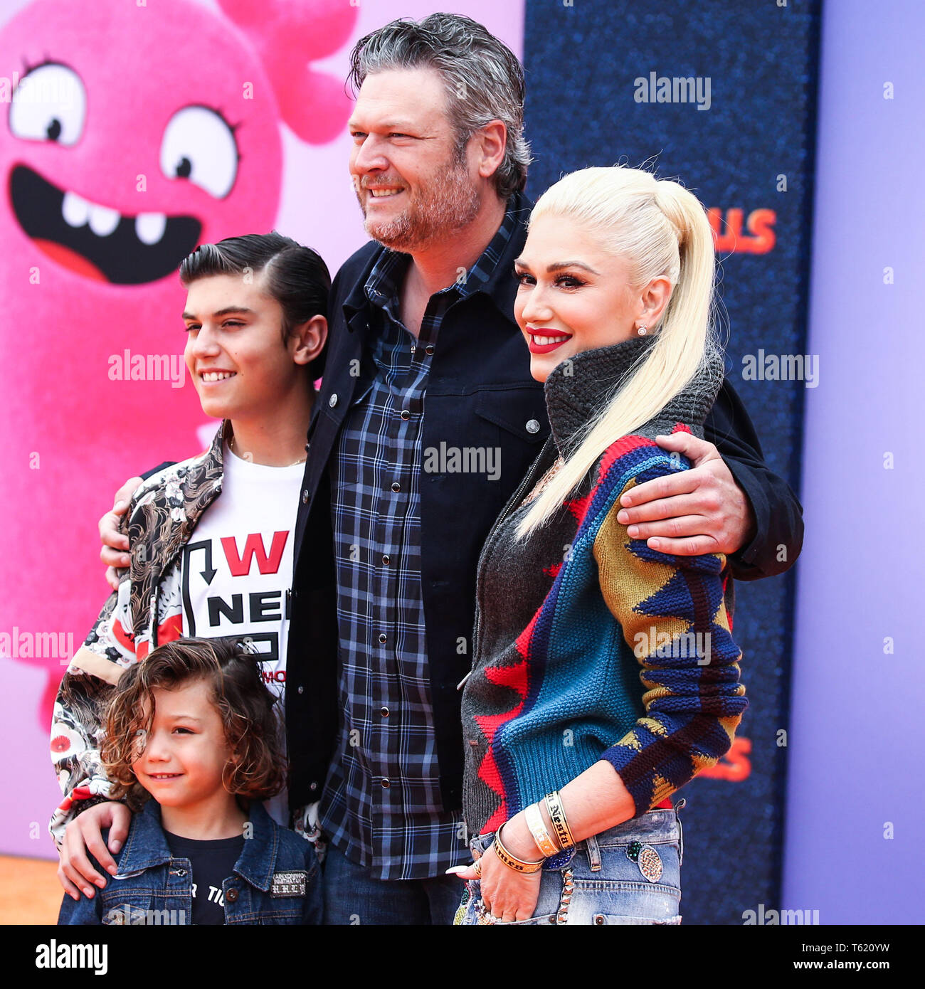 los angeles california usa april 27 kingston rossdale apollo bowie flynn rossdale blake shelton and gwen stefani arrive at the world premiere of stx films uglydolls held at regal cinemas l a alamy