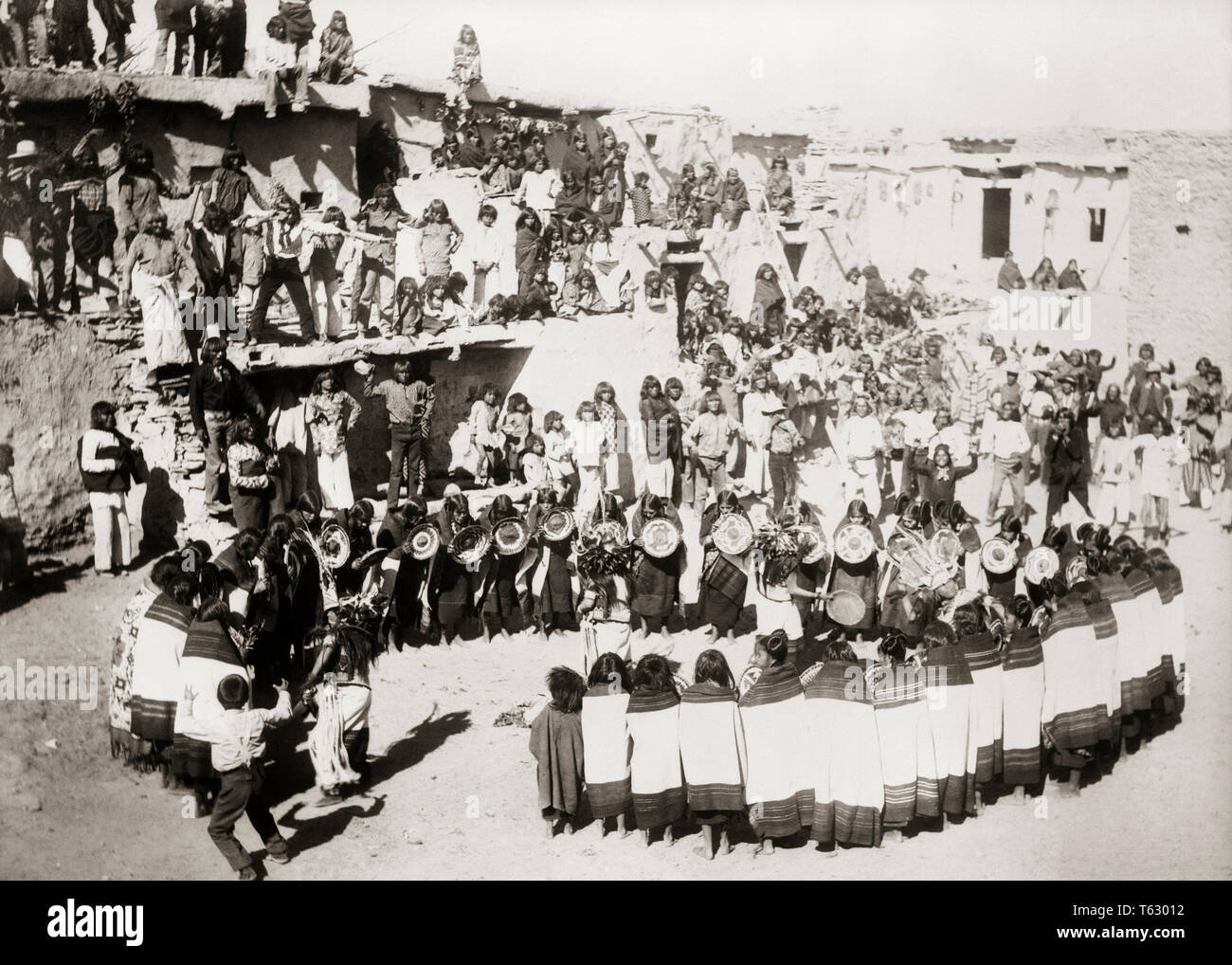 1890s NATIVE AMERICAN HOPI PUEBLO INDIAN WOMEN PERFORMING CIRCLE DANCE WITH BASKETS  - q73399 CPC001 HARS ENTERTAINMENT SPIRITUALITY CEREMONY B&W PERFORMING HIGH ANGLE ADVENTURE EXCITEMENT TRADITION CULTURE BASKETS NATIVE AMERICAN PUEBLO NATIVE AMERICANS BLACK AND WHITE HOPI OLD FASHIONED - Stock Image
