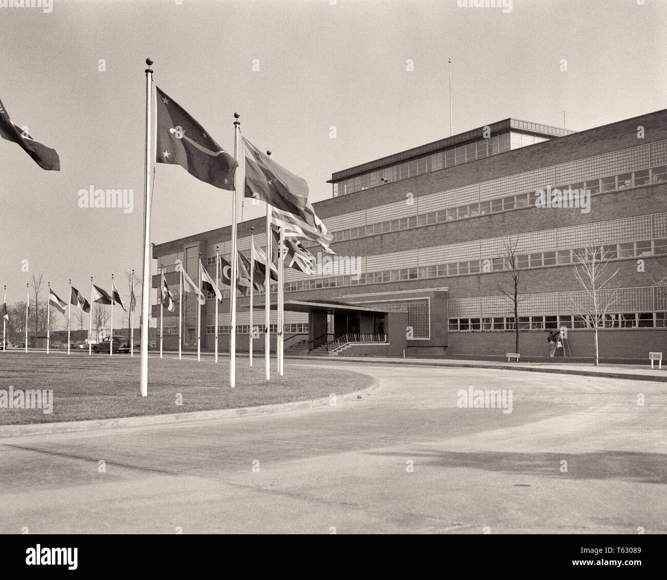 1940s UNITED NATIONS HEADQUARTERS 1946-1952 SPERRY GYROSCOPE CORP BUILDING LAKE SUCCESS NORTH HEMPSTEAD LONG ISLAND NEW YORK USA - r2751 HAR001 HARS OLD FASHIONED UNITED NATIONS WORLD PEACE - Stock Image