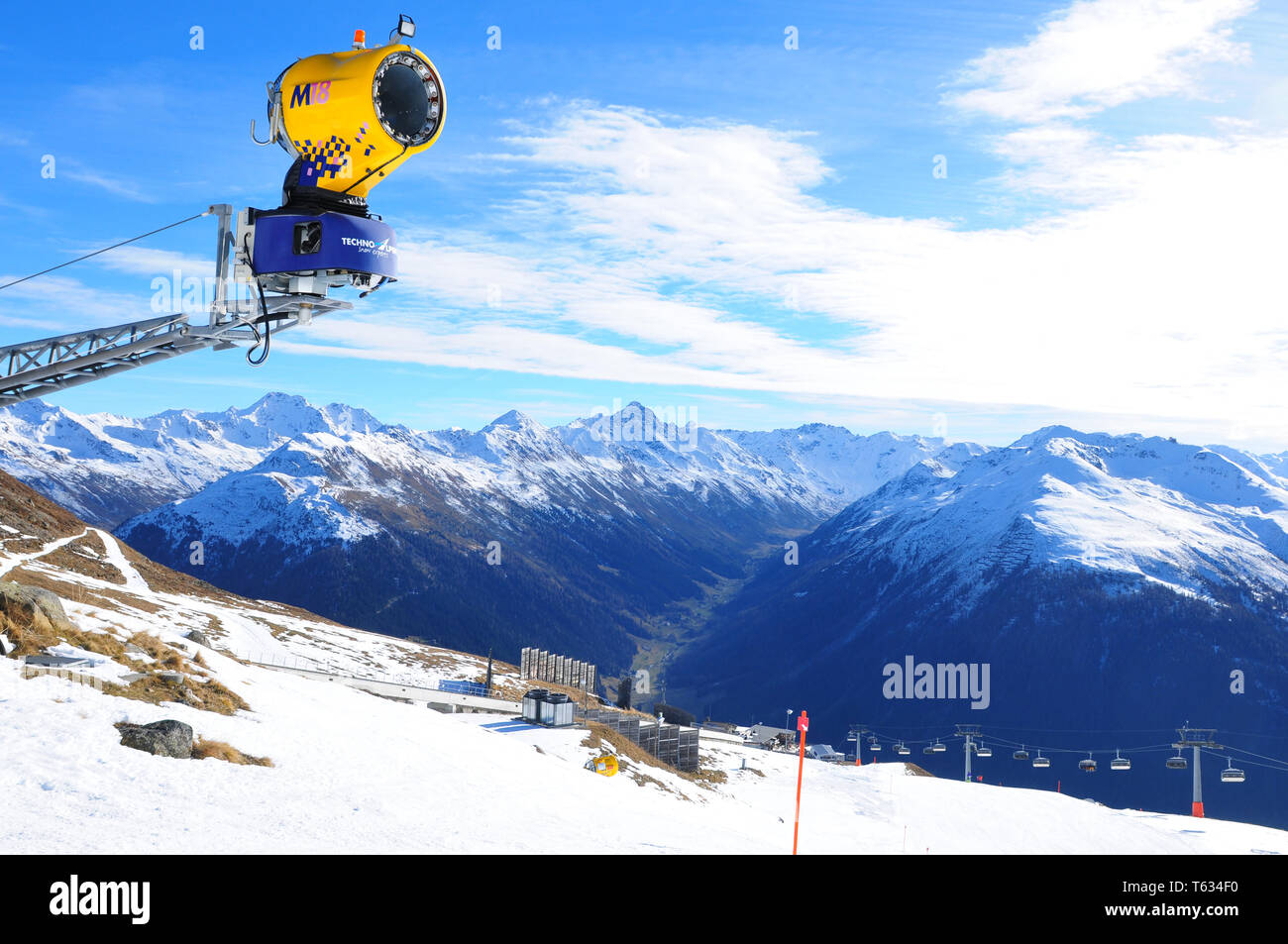 Swiss alps: The global climate change causes troubles and economic losses for the winter sport regions like here in Davos - Stock Image