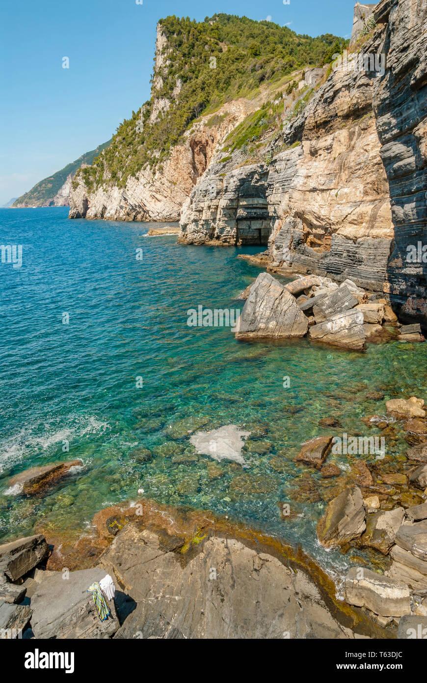 Byron Cave, Coastline of Portovenere, Cinque Terre National Park, Liguria, Italy   Byron Cave an der Kueste von Portovenere, Cinque Terre Nationalpark - Stock Image