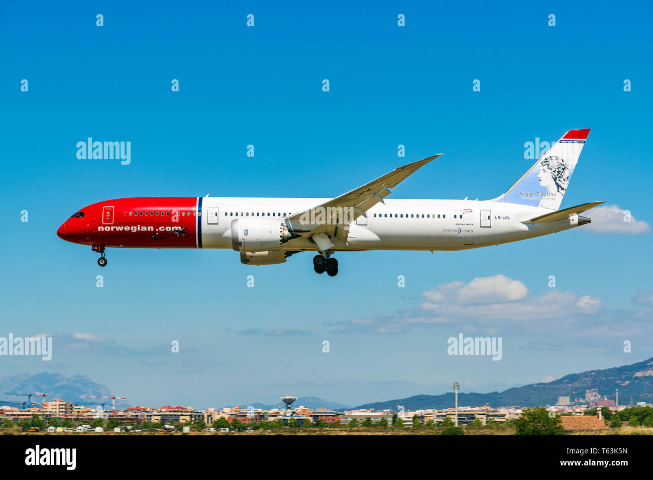 Norwegian Boeing B787-900 Dreamliner on approach, Barcelona El Prat airport, Catalonia, Spain - Stock Image