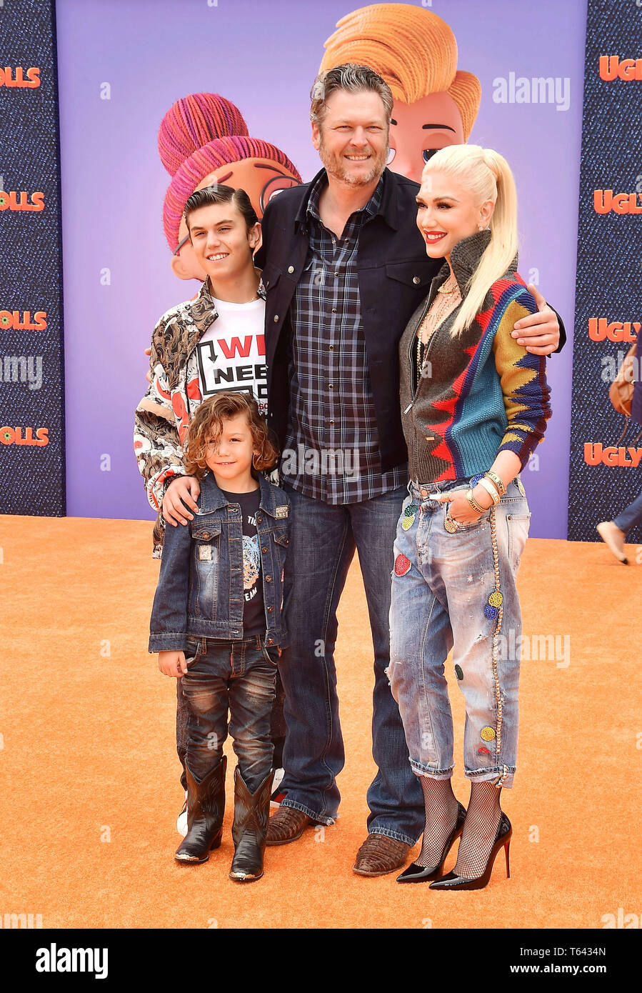 los angeles ca april 27 l r kingston rossdale apollo bowie flynn rossdale blake shelton and gwen stefani arrive at the stx films world premiere of uglydolls at regal cinemas l a live https www alamy com los angeles ca april 27 l r kingston rossdale apollo bowie flynn rossdale blake shelton and gwen stefani arrive at the stx films world premiere of uglydolls at regal cinemas la live on april 27 2019 in los angeles california image244723381 html