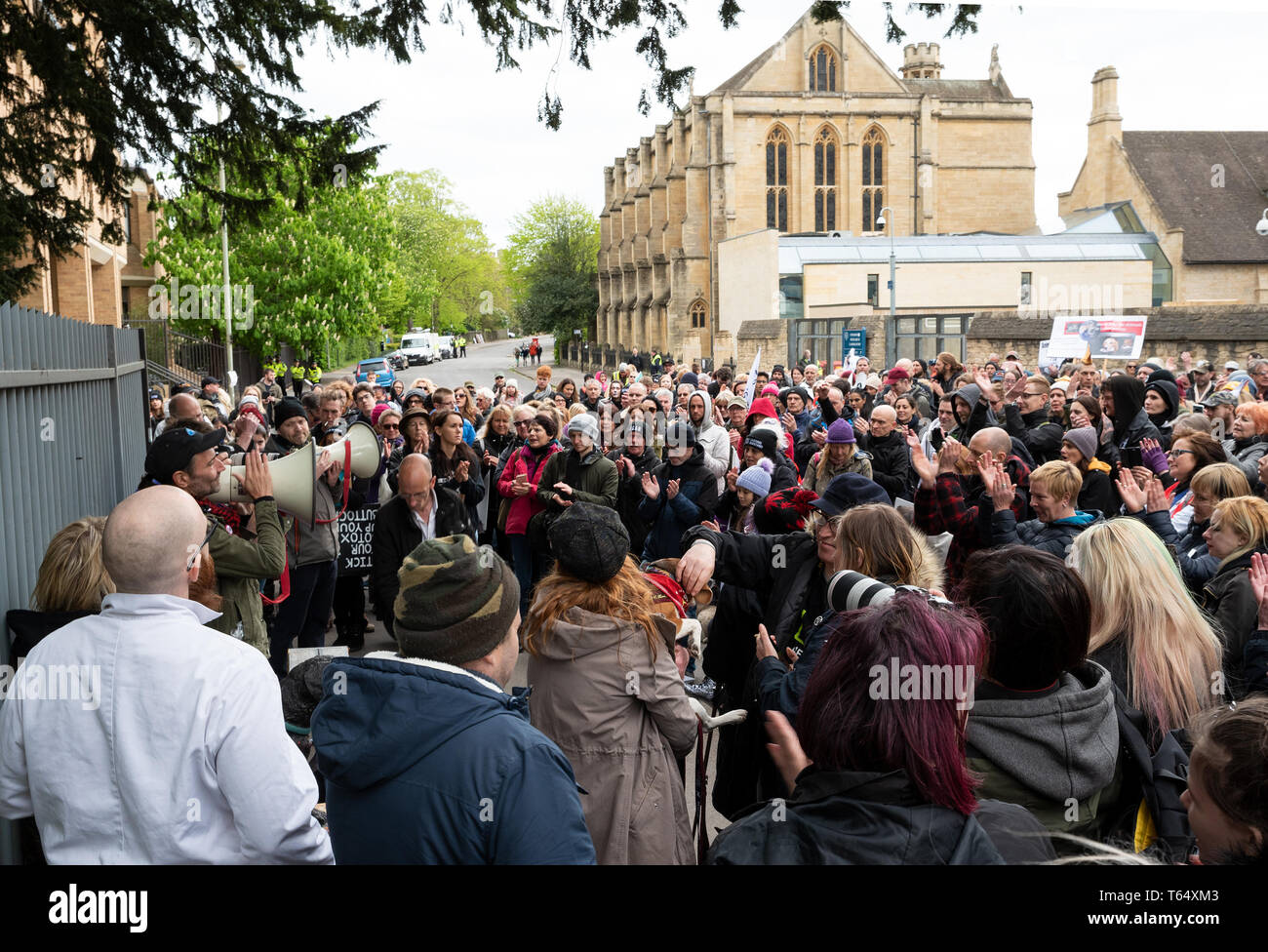 Oxford World Day for Animals in Laboratories. Rally outside the Oxford University biomedical laboratory. - Stock Image
