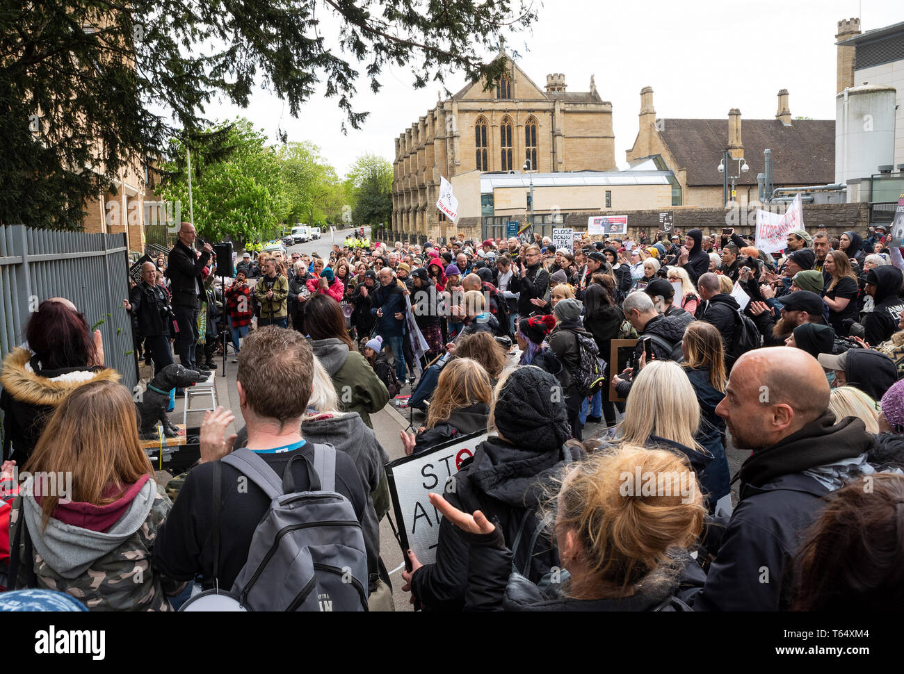 Oxford World Day for Animals in Laboratories. Animal rights activist Mel Broughton speaking at the rally outside the Oxford University biomedical labs. - Stock Image