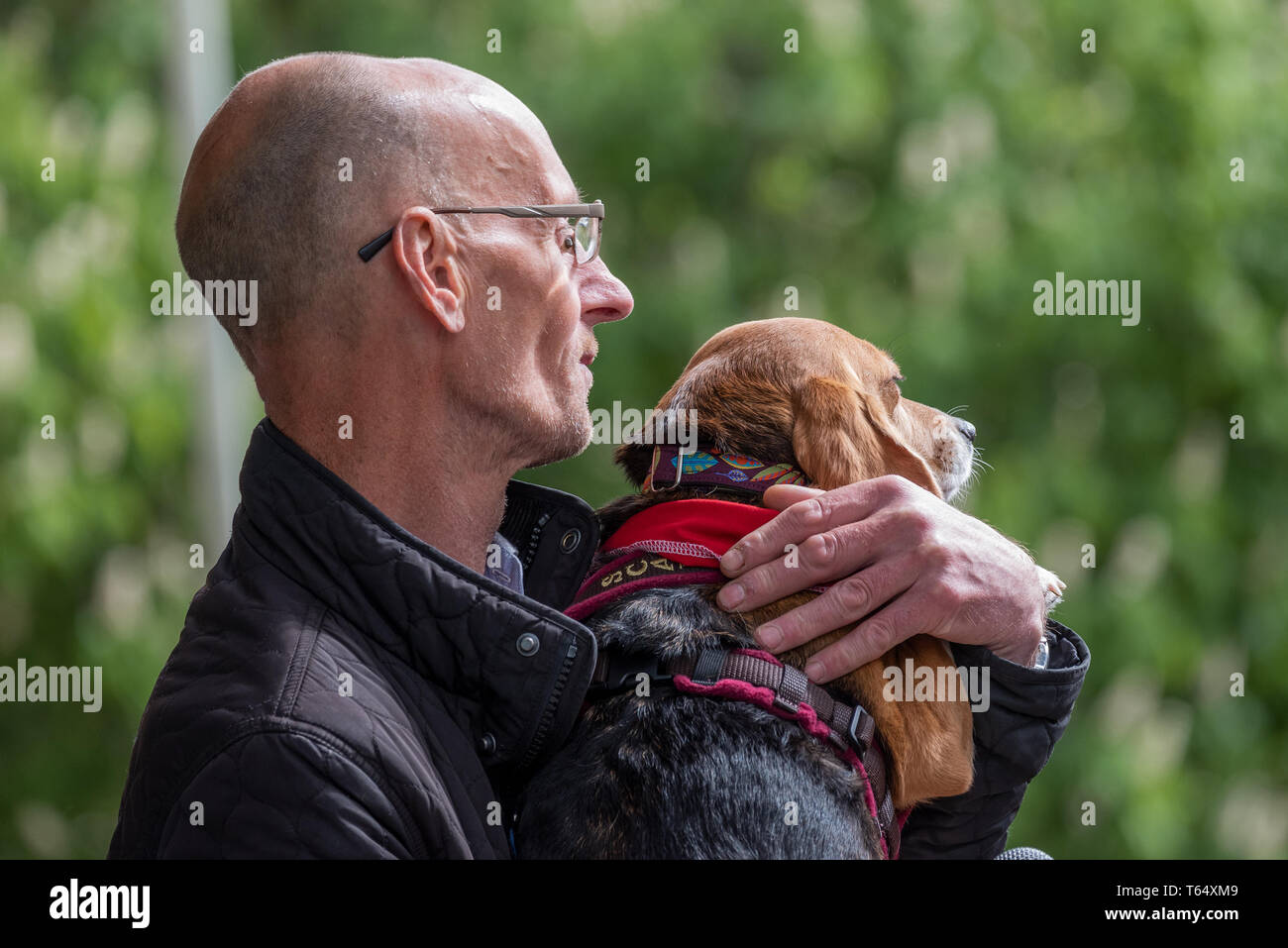 Oxford World Day for Animals in Laboratories. Animal rights activist Mel Broughton holding Scarlett, a rescued beagle, now leading a contented life. - Stock Image
