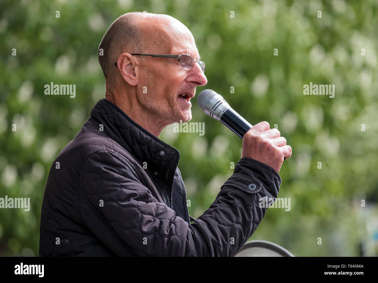 Oxford World Day for Animals in Laboratories.  Animal rights activist Mel Broughton speaking at the rally outside Oxford University biomedical labs. - Stock Image