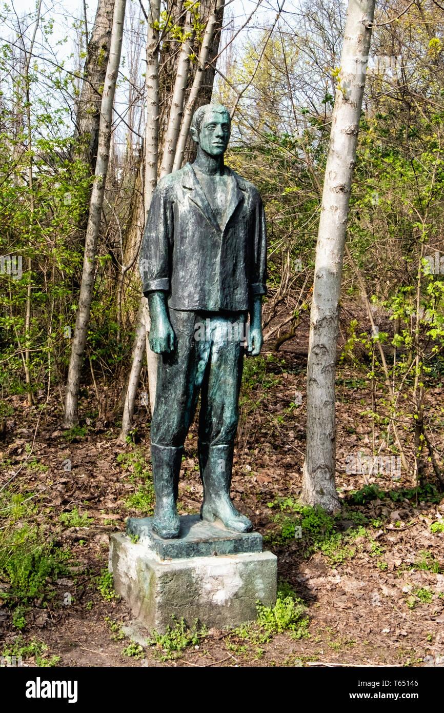 Berlin,Pankow. Weissensee State park, White Lake public park. Bronze Sculpture,Young Worker by sculptor Christa Sammler Stock Photo