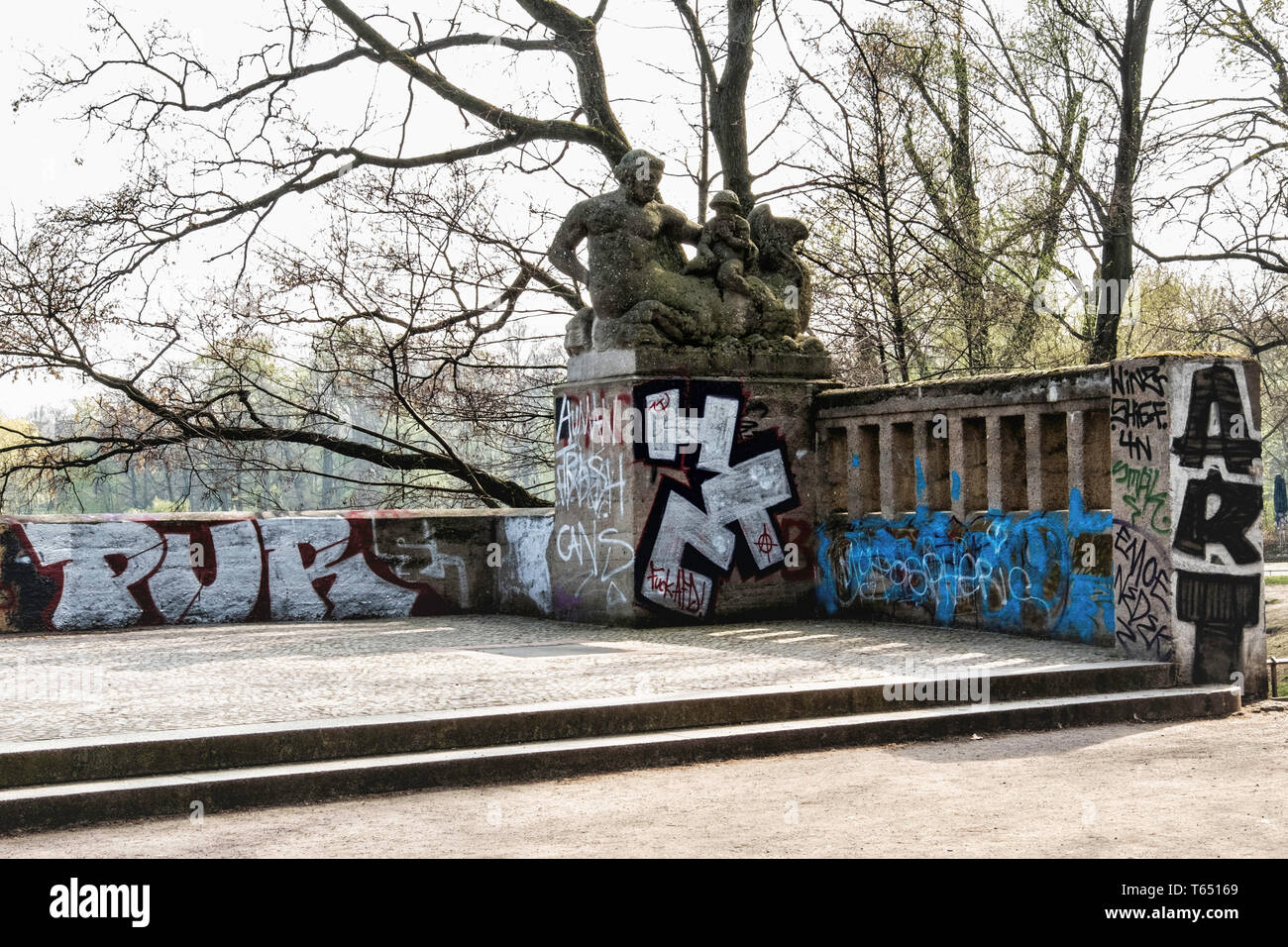 Berlin,Pankow. Weissensee State park, White Lake observation deck  and viewing point with sculptures by sculptor Hans Schellhorn, Two Tritons Stock Photo