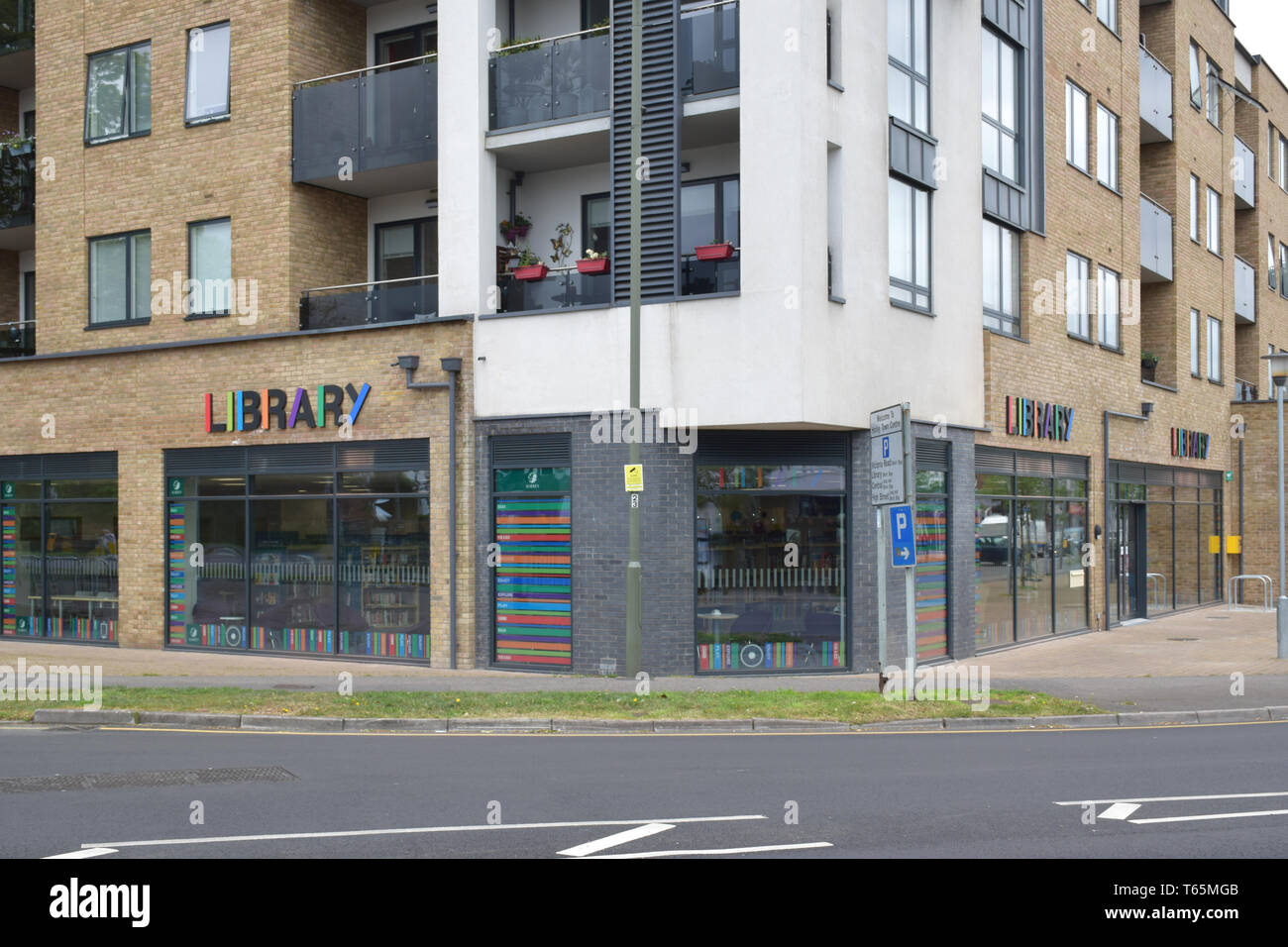 New Library, Horley, Surrey (2 of 4) - Stock Image