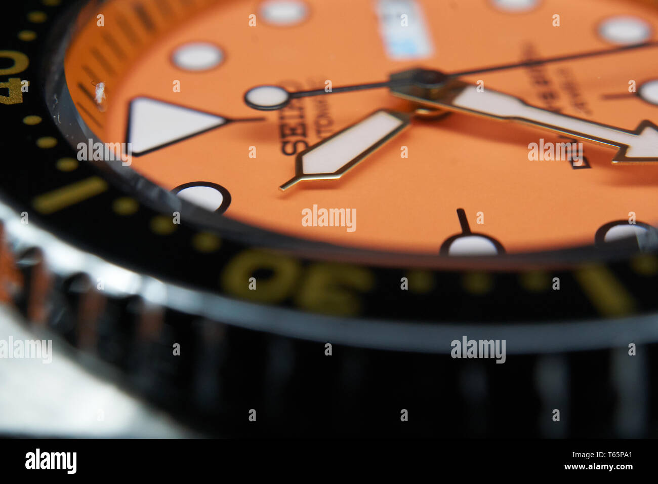 seiko skx011 orange dial - Stock Image