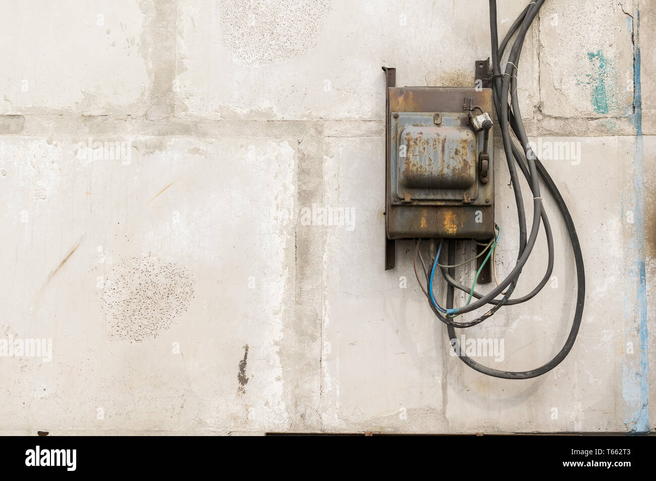 Incredible Old Building Wires Stock Photos Old Building Wires Stock Images Wiring 101 Orsalhahutechinfo