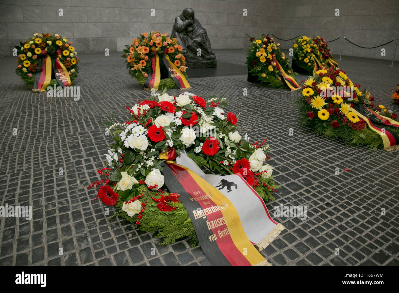 Memorial Day: a wreath for victims of war and tyra - Stock Image