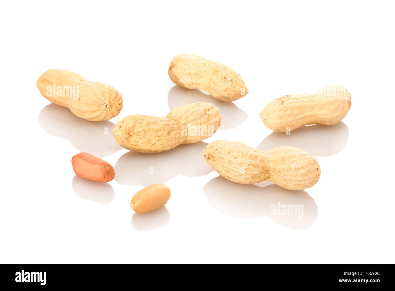 Peanuts With And Without Shell Stock Photos & Peanuts With