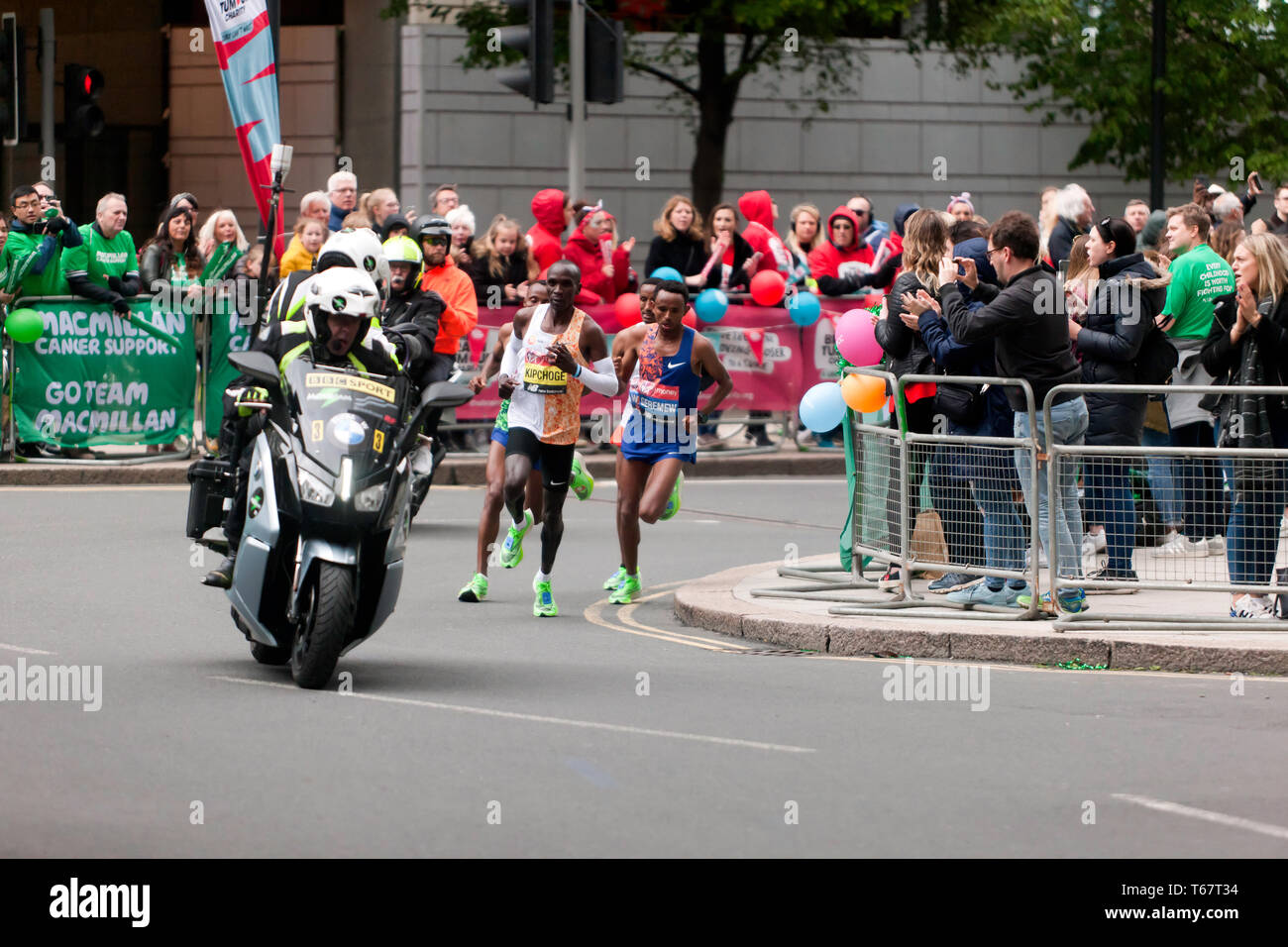 Eliud Kipchoge from Kenya, leading  the men's Elite 2019 London Marathon, which he went onto win in a time of 02:02:37 Stock Photo