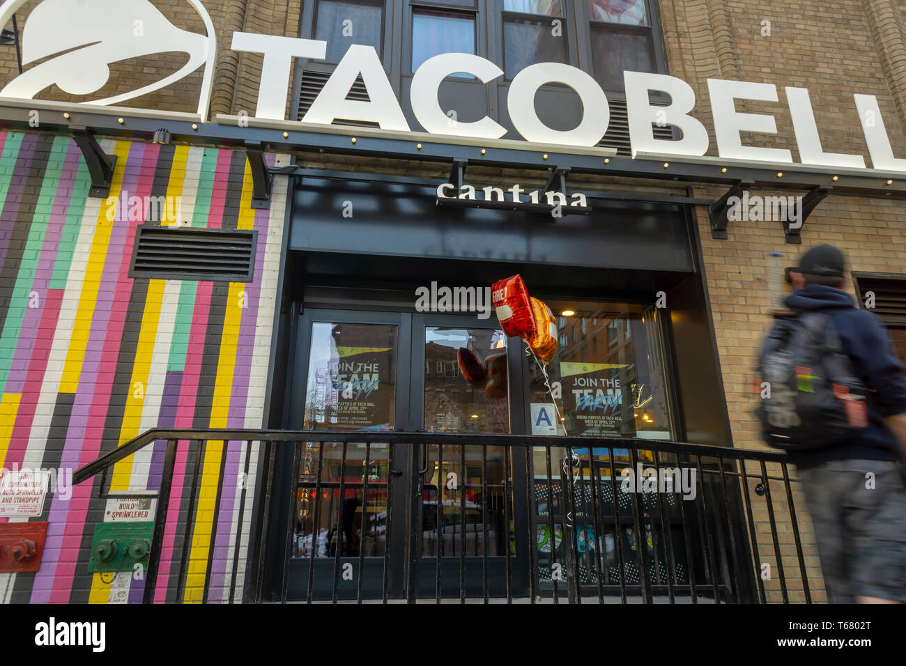 Taco Bell Storefront Stock Photos & Taco Bell Storefront