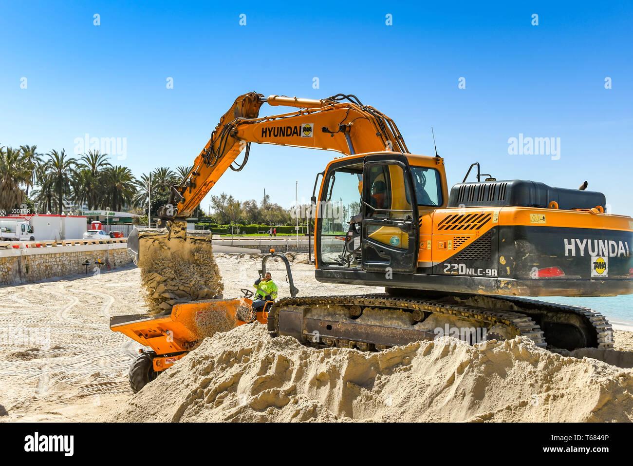 Hyundai Excavator Stock Photos & Hyundai Excavator Stock Images - Alamy