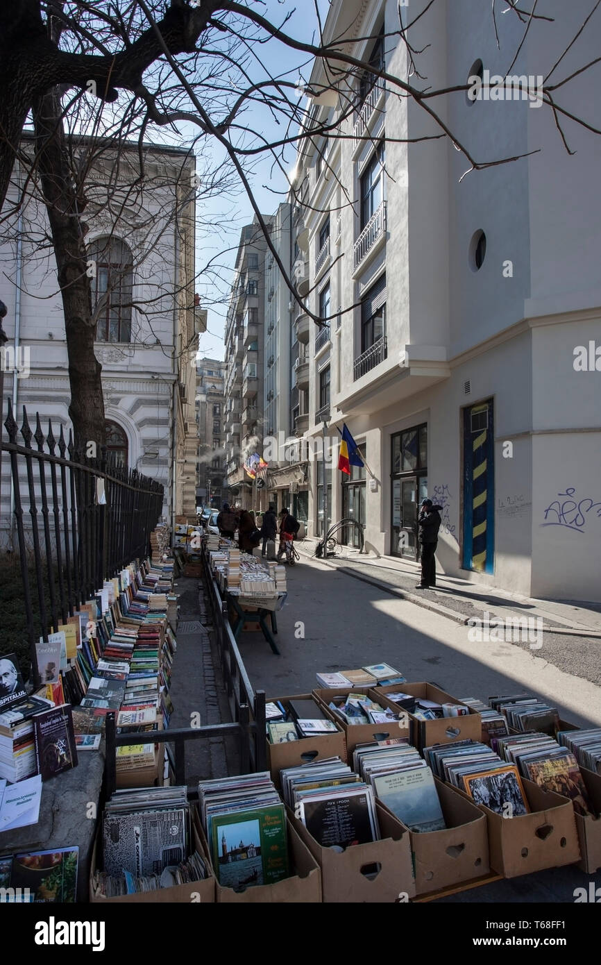 Book store on the street, Bucharest, Romania. - Stock Image