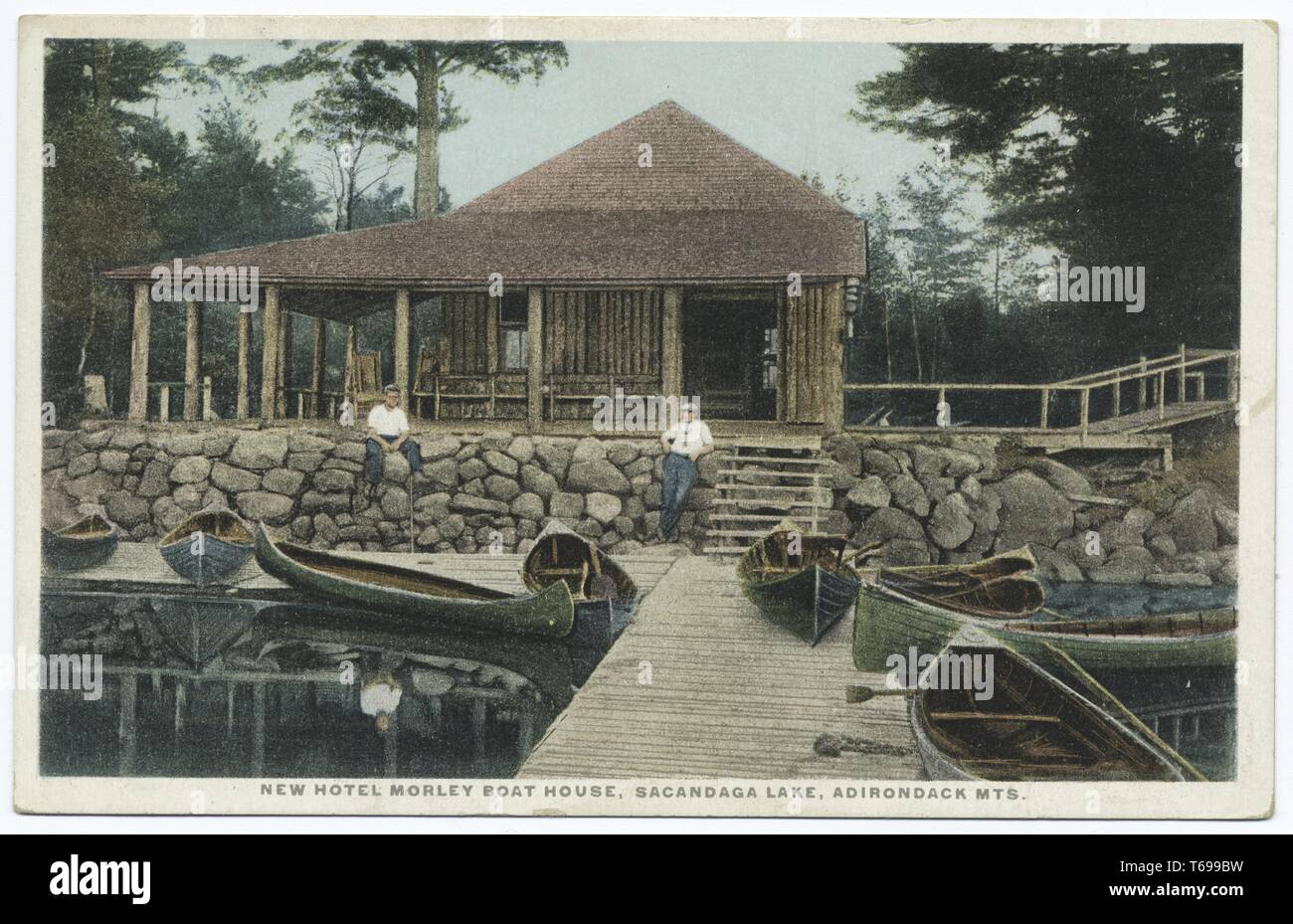 Postcard of the New Hotel Morley Boat House at Sacandaga Lake in the Adirondack Mountains, 1914. From the New York Public Library. () - Stock Image