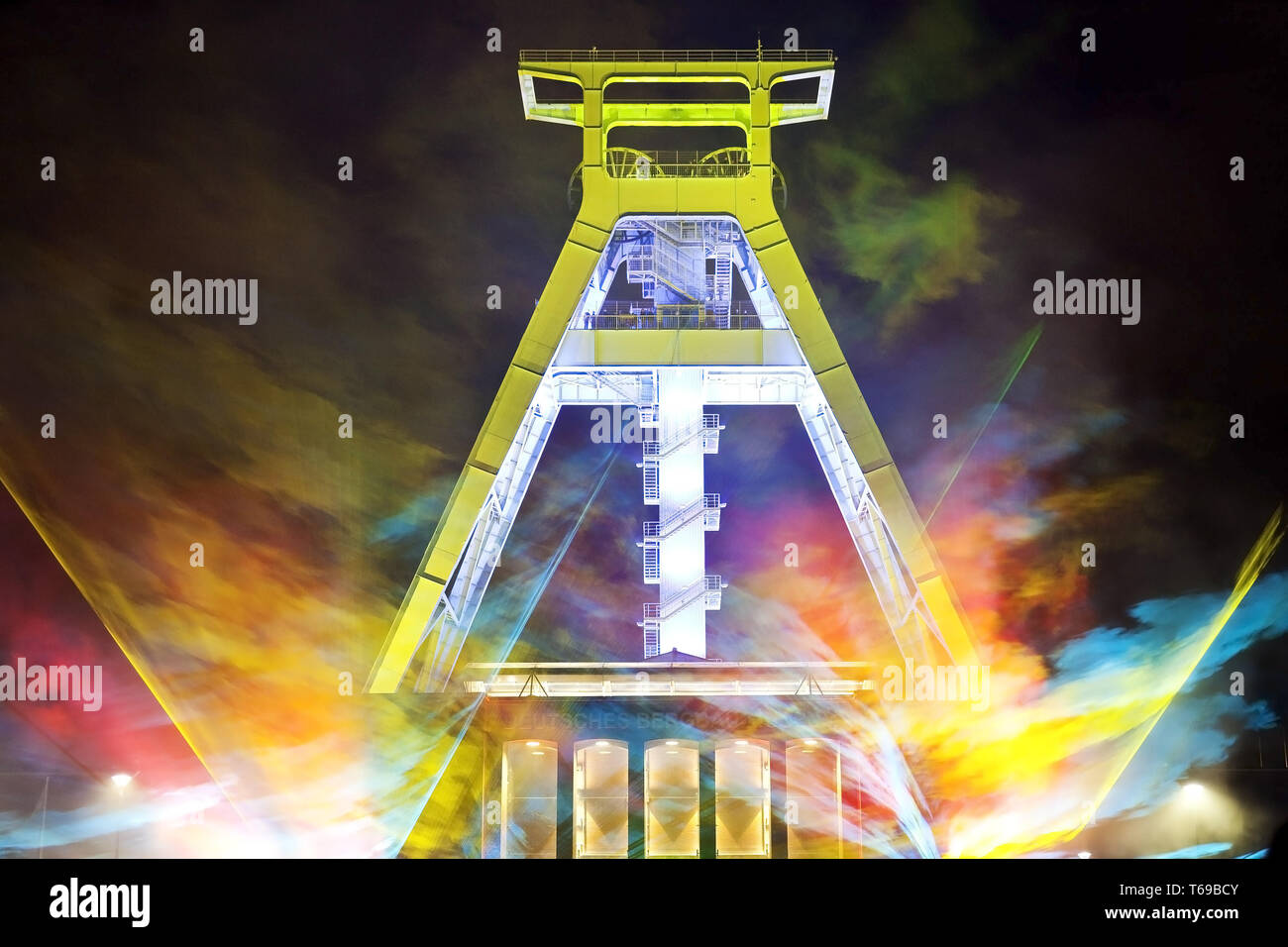 laser show at the pit frame of Deutsches Bergbau-Museum at Extraschicht, Bochum, Germany - Stock Image
