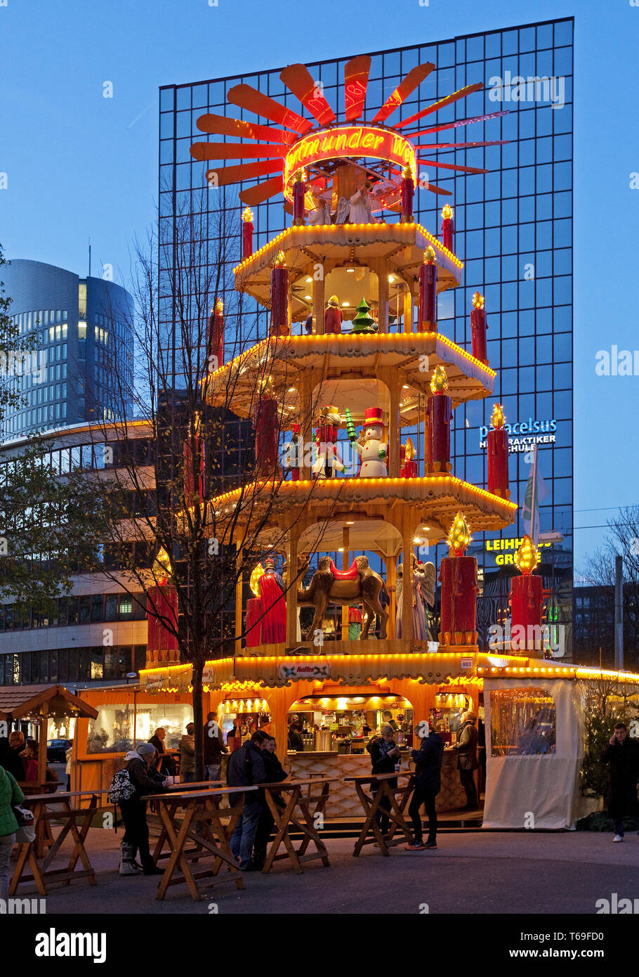 Christmas market, Dortmund, Ruhr area, North Rhine-Westphalia, Germany - Stock Image