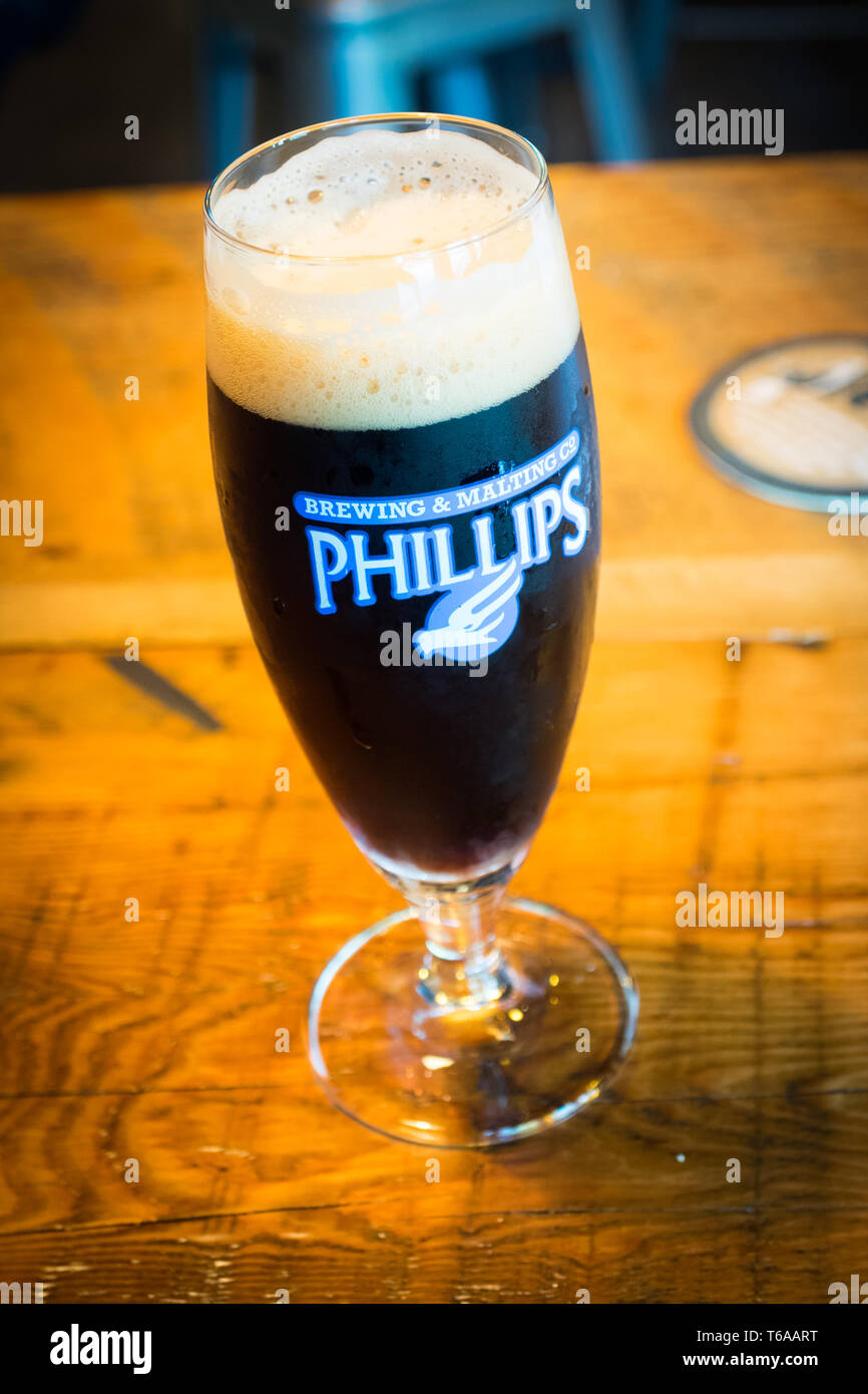 Pint of Phillips Longboat Chocolate Porter, as seen in the tasting room of the Phillips Brewing & Malting Co., in Victoria, British Columbia, Canada. - Stock Image