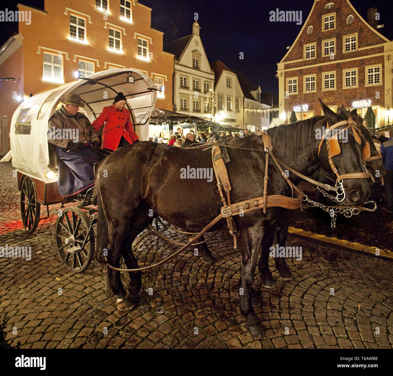 Christmas market with hackney cab, Warendorf, Muensterland,North Rhine-Westphalia, Germany - Stock Image