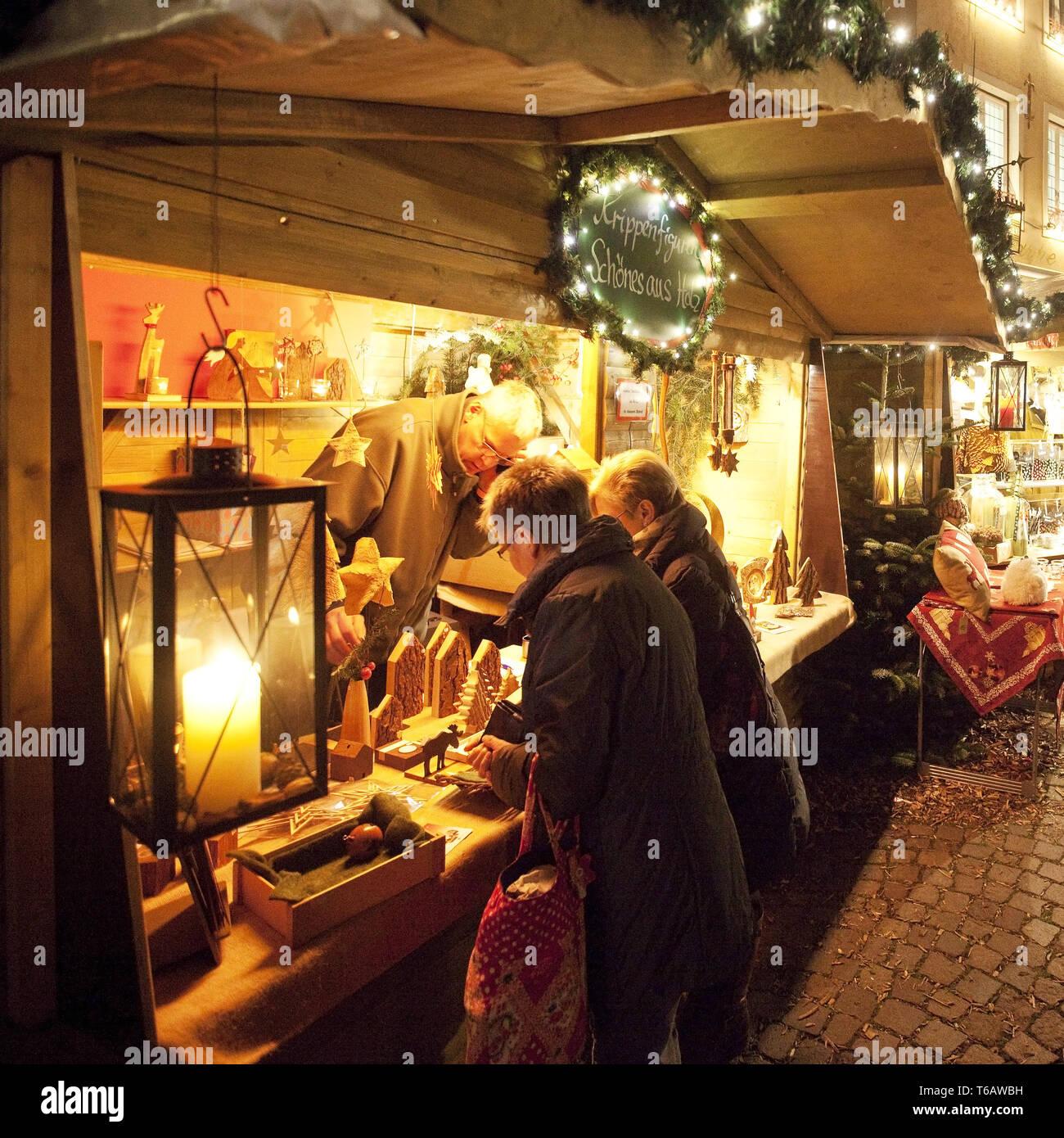 People on the Christmas market, Warendorf, Muensterland, North Rhine-Westphalia, Germany - Stock Image