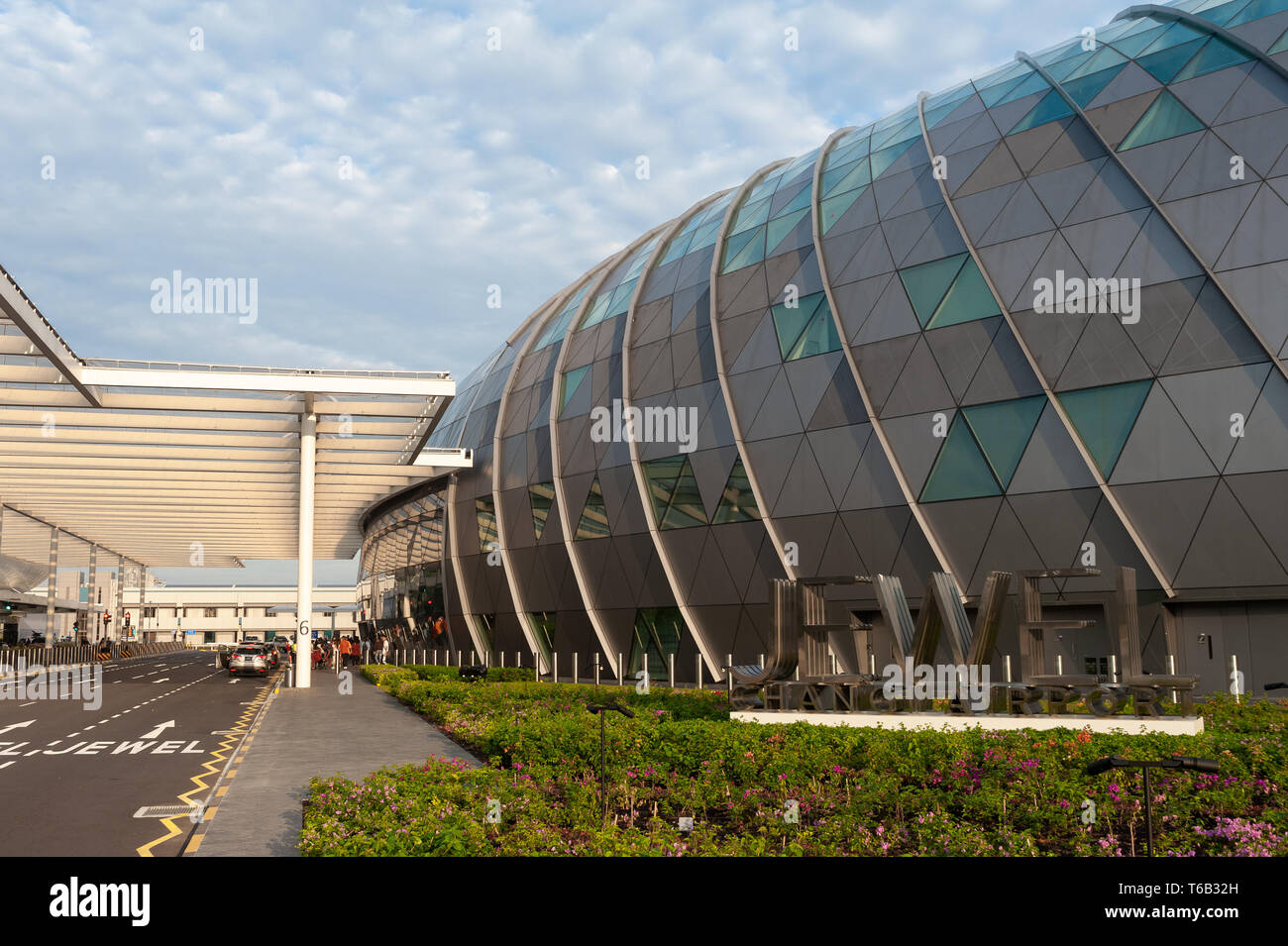 28.04.2019, Singapore, Republic of Singapore, Asia - Driveway to the new Jewel Terminal at Changi Airport, designed by Moshe Safdie Architects. - Stock Image