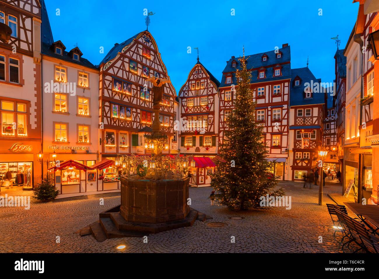 Christmas market at Bernkastel-Kues, Rhineland-Palatinate, Germany - Stock Image