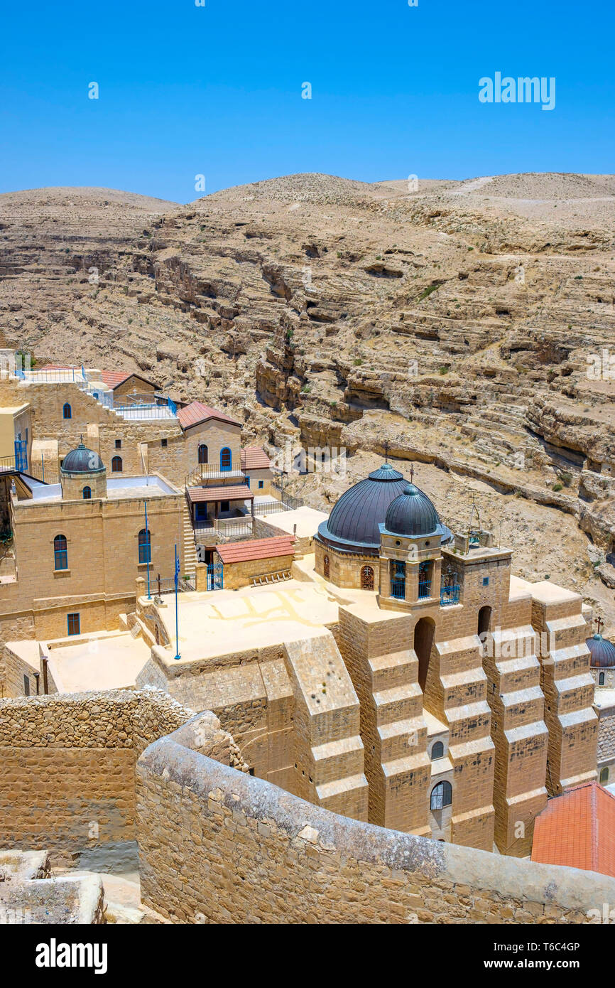 Palestine, West Bank, Bethlehem Governorate, Al-Ubeidiya. Mar Saba monastery, built into the cliffs of the Kidron Valley in the Judean Desert. Stock Photo