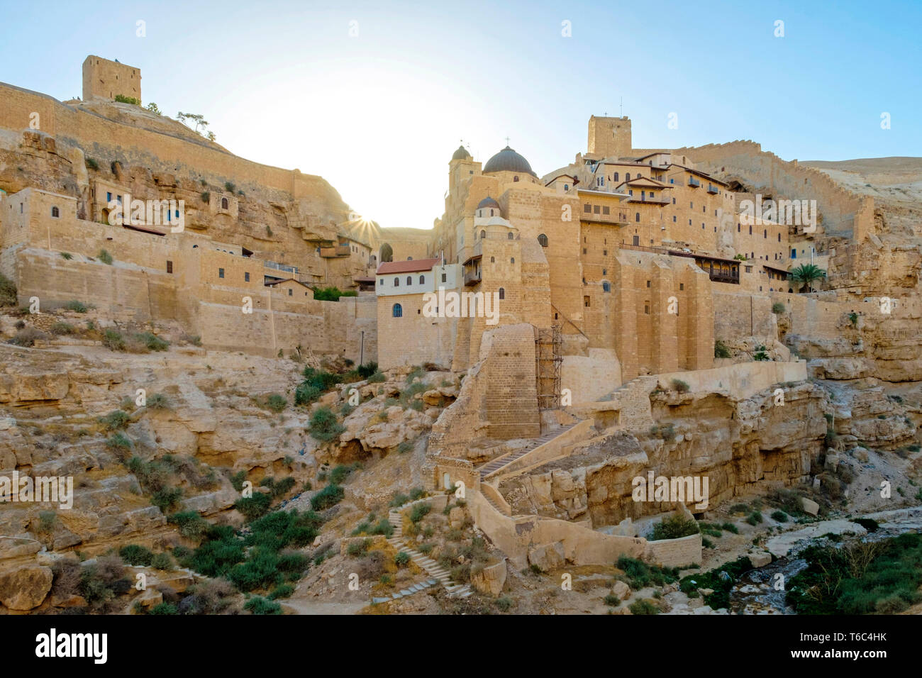 Palestine, West Bank, Bethlehem Governorate, Al-Ubeidiya. Mar Saba monastery, built into the cliffs of the Kidron Valley in the Judean Desert. - Stock Image