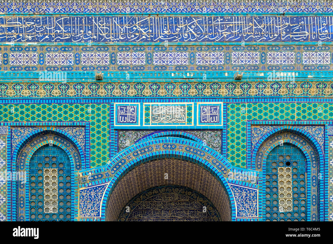 Israel, Jerusalem District, Jerusalem. Detail of ornate decorative tile on the exterior of the Dome of the Rock on Temple Mount. Stock Photo