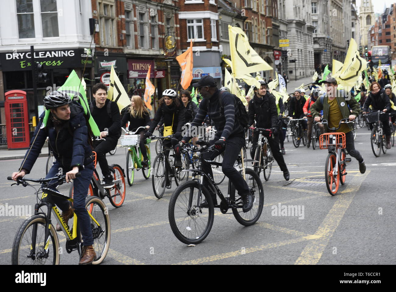 """Extinction Rebellion Cyclists 'Swarm' Central London to Protest Insect Death - Extinction Rebellion demonstrators held a """"Critical Mass"""" cycling event - Stock Image"""