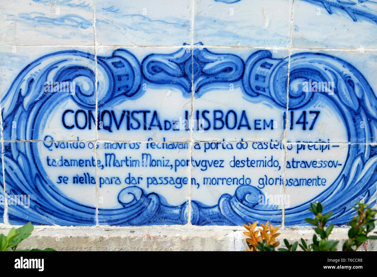 Historical depiction on panel of the Seige of Lisbon 1147 in blue wall tiles azulejos Miradouro de Santa Luzia in Alfama Lisboa Portugal  KATHY DEWITT Stock Photo