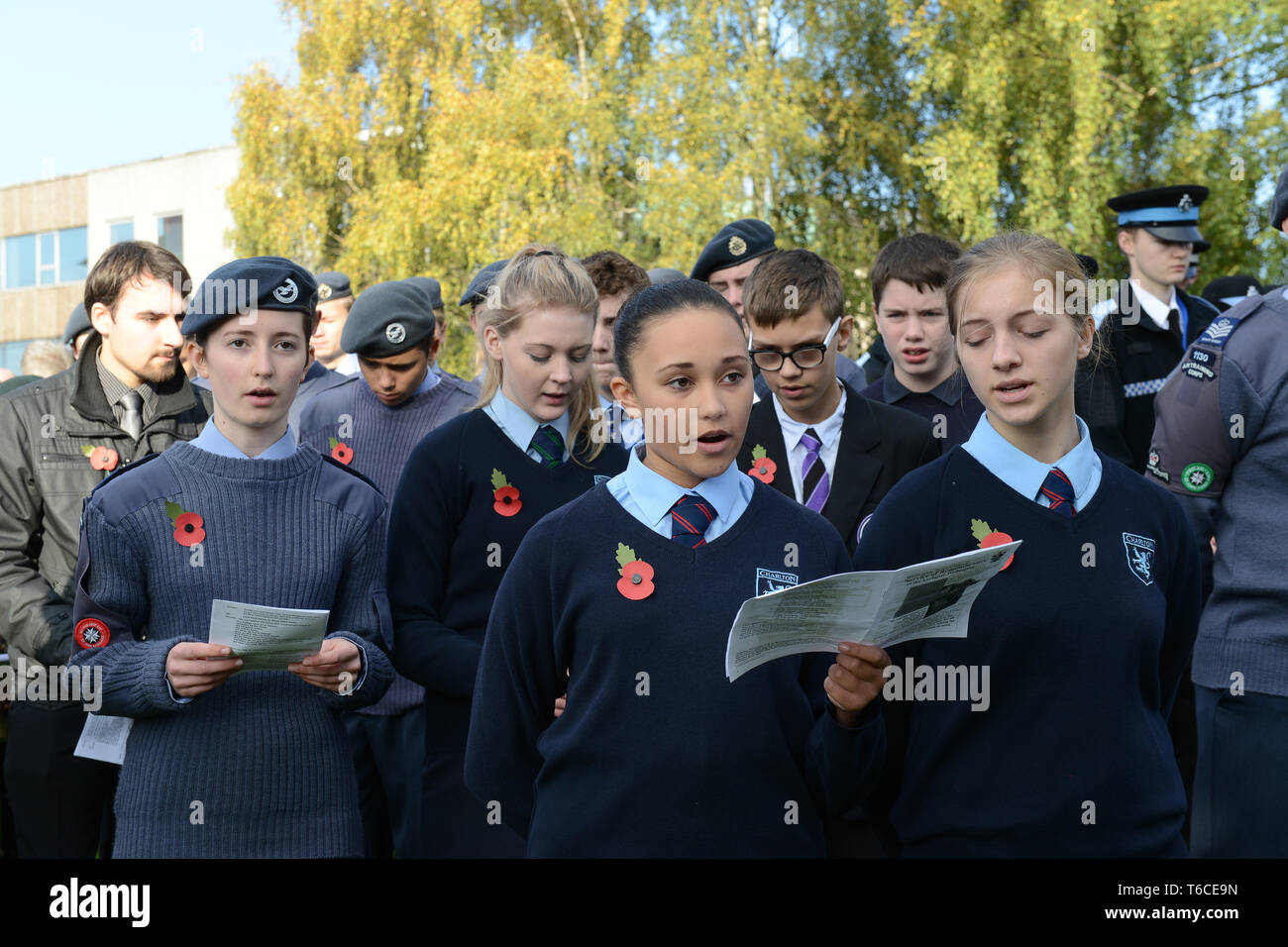 Young girls pupils at Wellington Remembrance Service a Parade 2014 - Stock Image