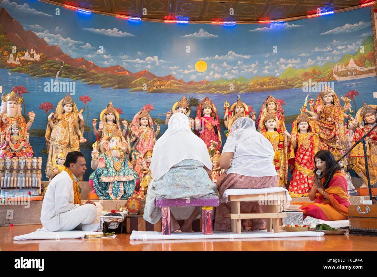 PANDITA. A female pandit leads Sunday morning services at a Hindu temple in Jamaicw, Queens, New York City Stock Photo