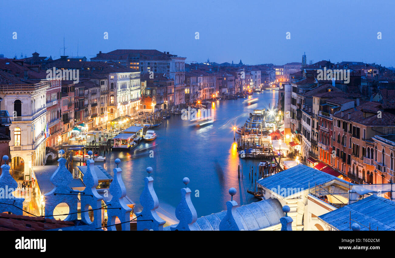 The view on Canal Grande and Rialto Bridge from Panoramic Terrace of Fondaco dei Tedeschi, Venice, Veneto, Italy - Stock Image