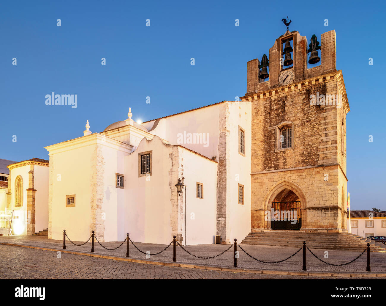 Se Cathedral at dusk, Faro, Algarve, Portugal - Stock Image