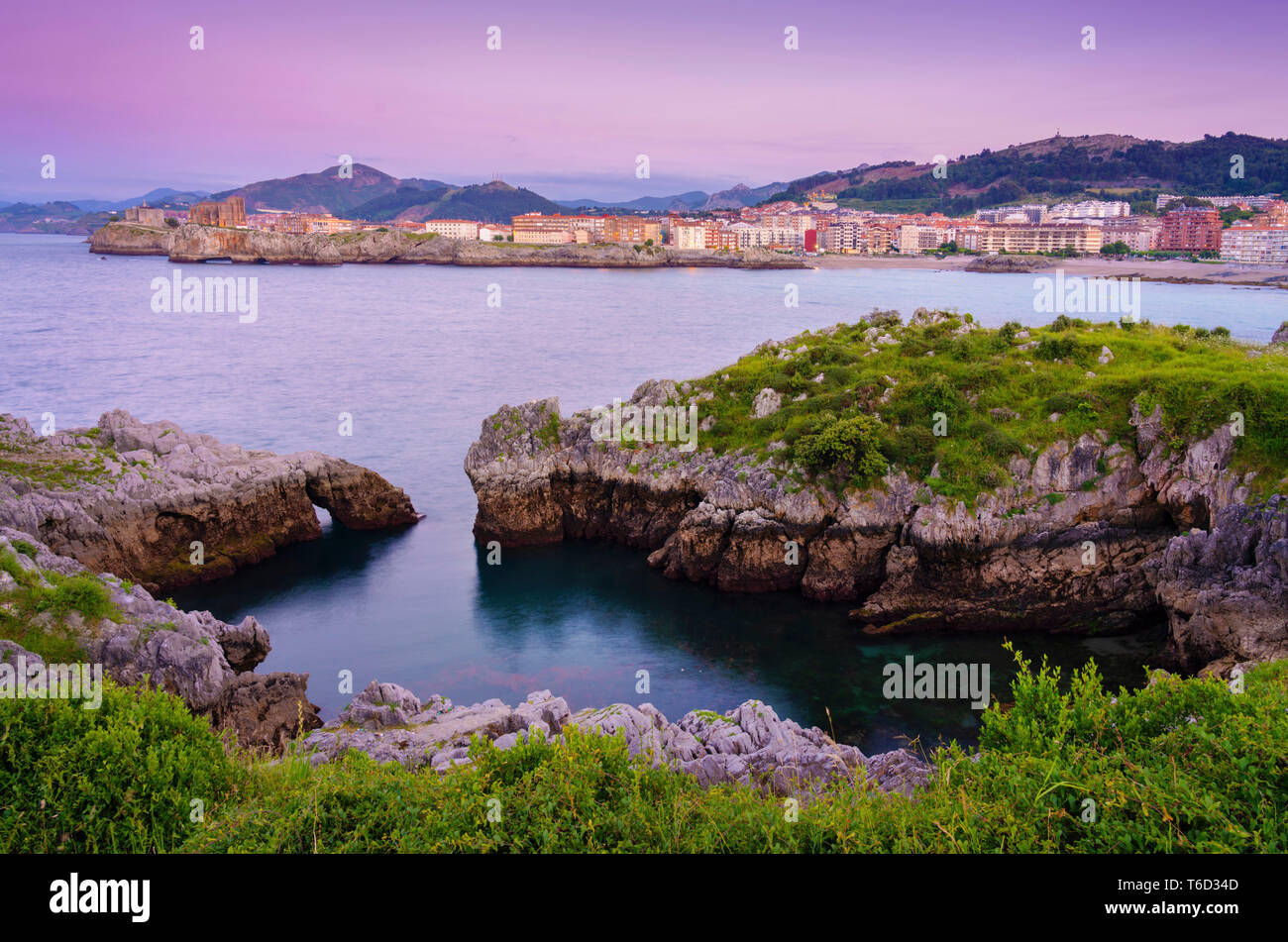 Spain, Cantabria, Castro-Urdiales, view of town and horseshoe cove at dusk Stock Photo