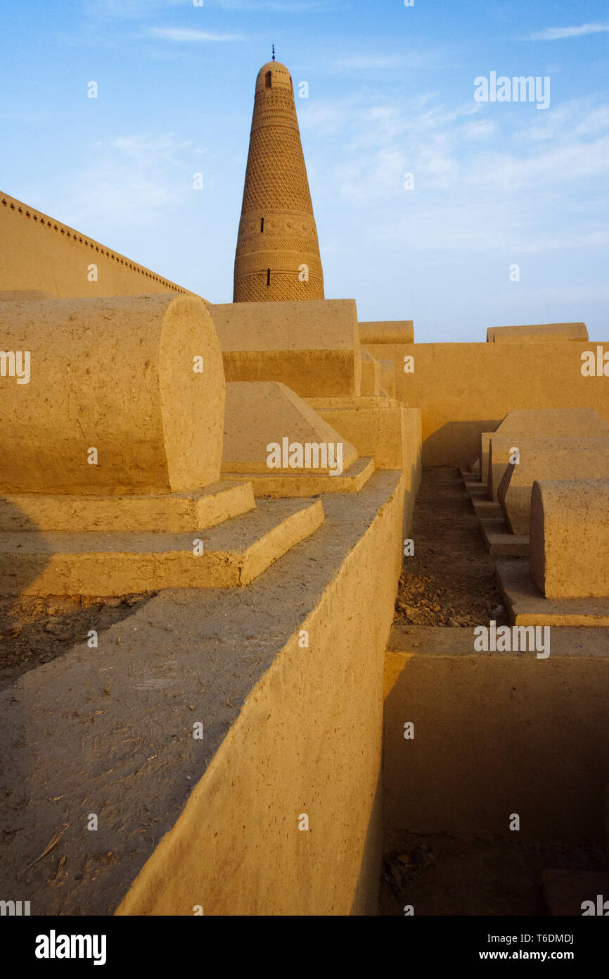 Turpan, Xinjiang, China : Sunset view of the 18th century Emin Minaret mosque and cemetery around it. At 44 meters (144 ft) it is the tallest minaret  - Stock Image