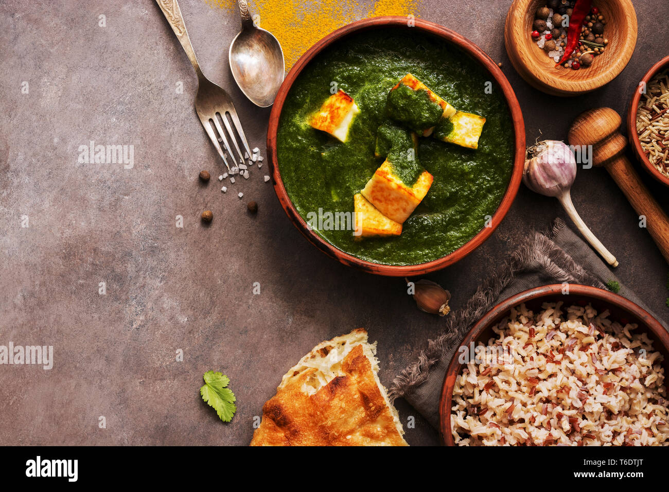 Amazing Palak Paneer Or Spinach And Cottage Cheese Curry Mortar With Home Interior And Landscaping Analalmasignezvosmurscom