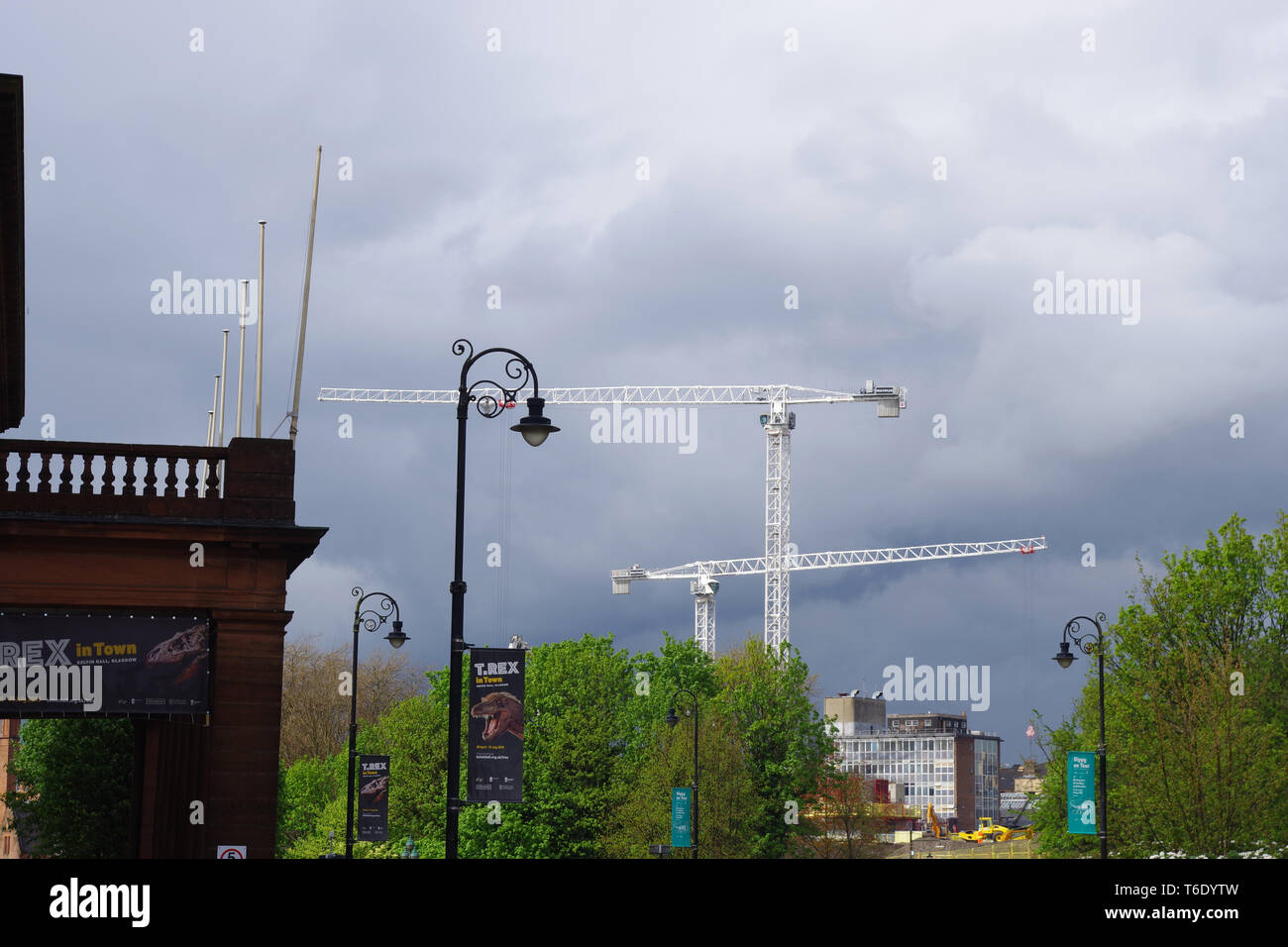 Building cranes in the sky on the site of the former Great Western Hospital in Partick, Glasgow. - Stock Image