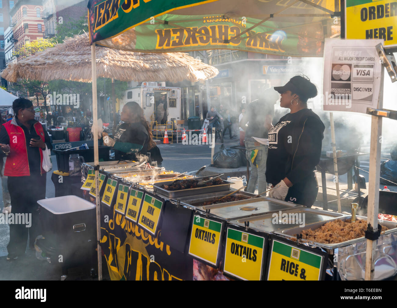 Popular Jamaican jerk chicken at a street fair in the Chelsea neighborhood of New York on a warm Saturday, April 27, 2019. (© Richard B. Levine) - Stock Image