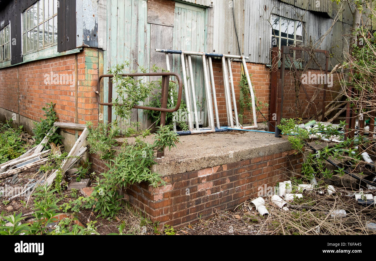 Disused factory loading dock - Stock Image